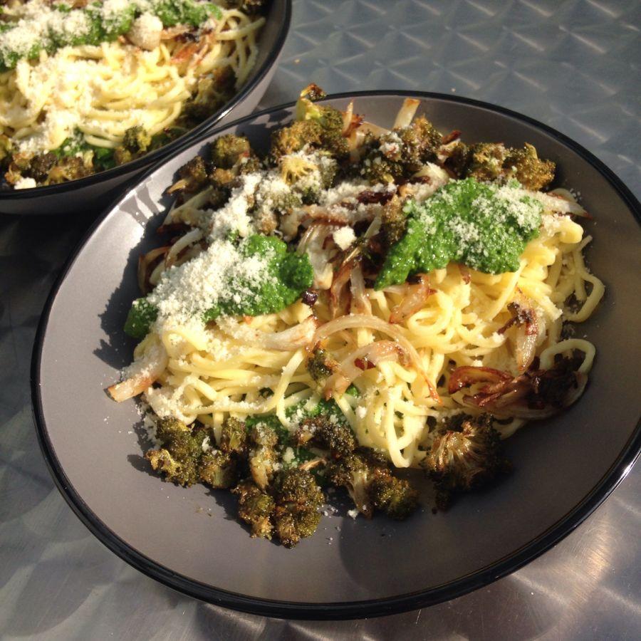 Pâtes aux légumes et pesto d'épinards